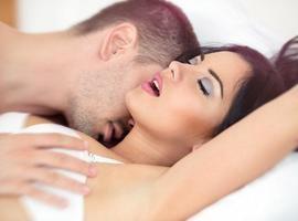 Confira três maneiras de ter orgasmos durante o sexo sem penetração