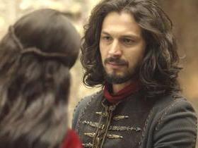 Catarina procura Afonso e o agradece por apoiá-la