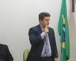 Estratégia errada da oposição de Barras deixa população sem R$ 300