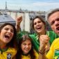 Em Paris, Flavia Alessandra comemora vitória da seleção brasileira