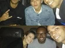 Bruna Marquezine e Neymar vão juntos ao cinema e posam com fãs