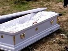 Cadáver é roubado em funeral por causa de dívida; vídeo