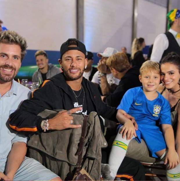 O ator Thiago Gagliasso com Neymar, Davi Lucca e Bruna Marquezine  (Crédito: Reprodução/Instagram)