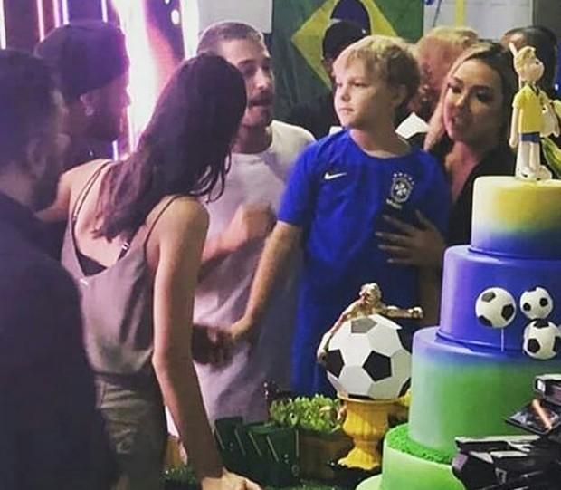 Bruna Marquezine, Neymar e Carol Dantas comemoram aniversário antecipado de Davi Lucca (Crédito: Reprodução/Instagram)