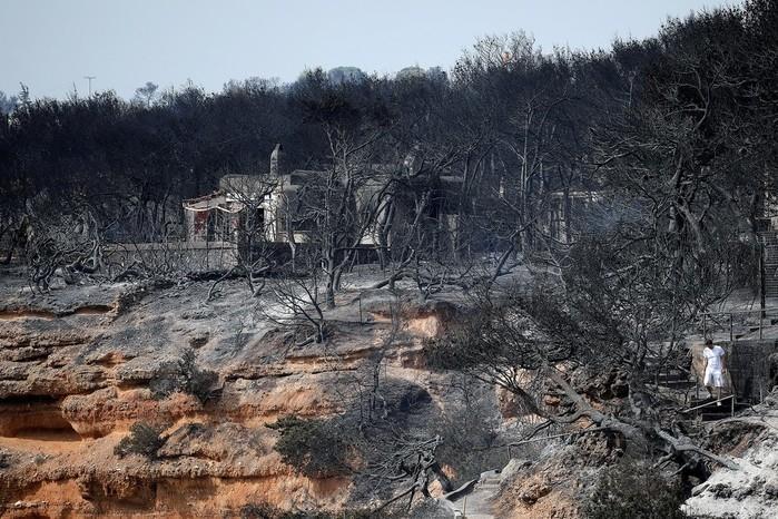 Vilarejo de Mati, na Grécia, é atingido por incêndio  (Crédito: Alkis Konstantinidis/Reuters)