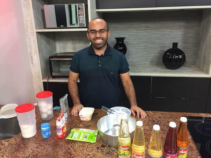 Rafael Vieira ensina a preparar bolo de milho