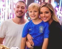 Ex de Neymar agradece presença de Marquezine em festa do filho