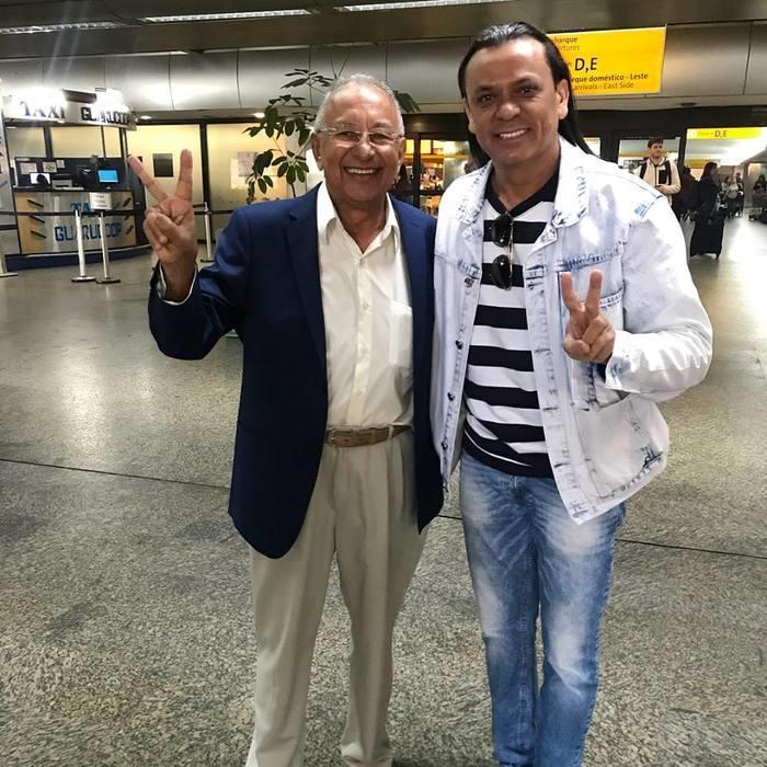 Dr. Pessoa ao lado de Frank Aguiar (Crédito: Facebook)