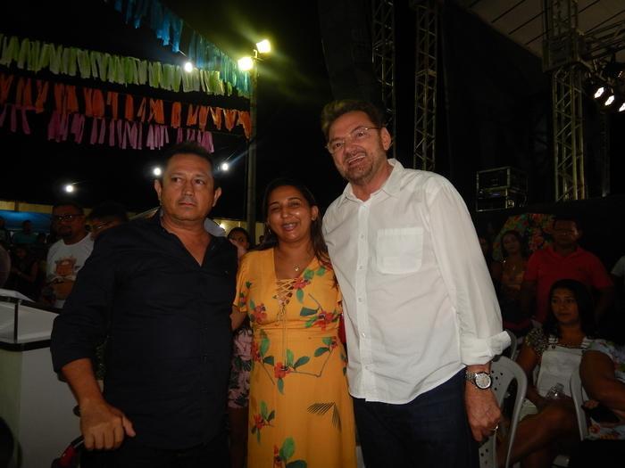 Na foto com a vereadora Erislene Monteiro e o secretário municipal de infra estrutura Evandro Mendes