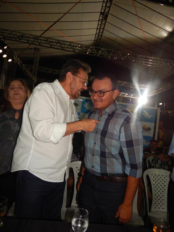 Wilson Martins conversando com o Prefeito Jullyvan Mendes