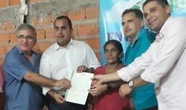 Moradores do Assentamento Santa Clara recebem títulos de terra