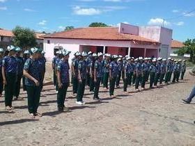 Educação: Pelotão Mirim de Coivaras recebe uniforme