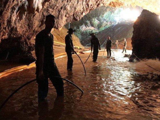 Autoridades tem até 4 dias para resgate de meninos de caverna