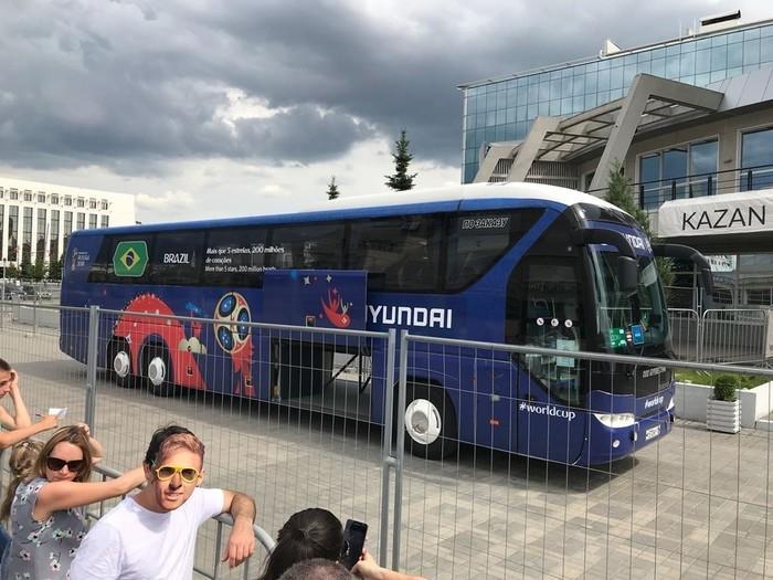 Ônibus da seleção brasileira aguarda os jogadores  (Crédito: Alexandre Lozetti)