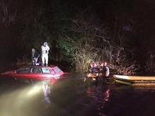 Seguindo GPS, motorista cai em lago e é socorrido por bombeiros