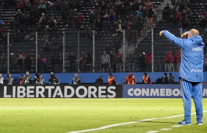 Felipão em ação na vitória por 2 a 0 sobre o Cerro Porteño (Crédito: Tossiro Neto)