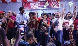 """Haddad não vem e Gleisi diz que Lula fará campanha """"preso ou solto"""""""