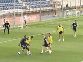 Vinicius Júnior faz tabelinha e marca bonito gol em treino do Real