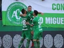 Corinthians perde de virada para a Chape em prévia de jogo decisivo