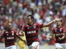 Flamengo bate o Cruzeiro e segue na cola do líder São Paulo
