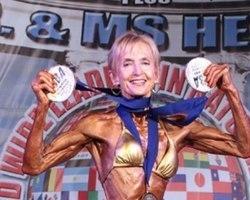 Vovó fisiculturista, mulher de 77 anos impressiona bela boa forma
