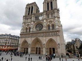 Fiéis reclamam que água benta de Notre Dame provoca dores de cabeça