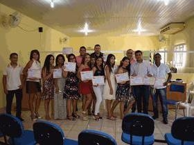 Alunos recebem certificados dos cursos do PROMAQ