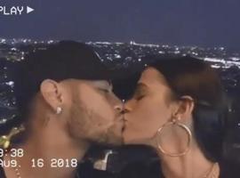 Bruna Marquezine e Neymar sobem na Torre Eiffel e atriz se declara