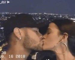 Marquezine e Neymar se beijam em Parise Fê Souza diz: tenham filhos