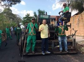 Ruas recebem obras de pavimentação asfáltica
