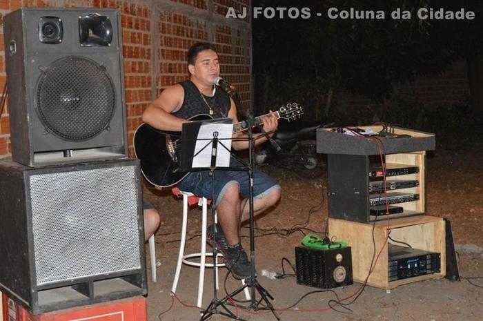 Cantor Filho Acústico voz e violão.
