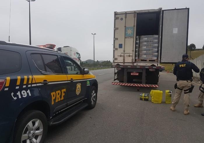 Quase 4 toneladas de maconha foram apreendidas em Cajati, SP  (Crédito: Divulgação/PRF)