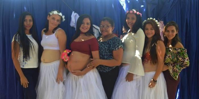 Ensaio fotográfico com mulheres grávidas.