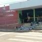Revoltados por falta de coleta, moradores deixam lixo em prefeitura