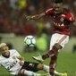 Vitinho dá sinais de evolução no Flamengo em jogo contra o Vitória