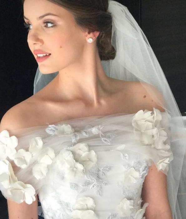 Detalhes do vestido de Camila Queiroz (Crédito: Reprodução/Instagram)