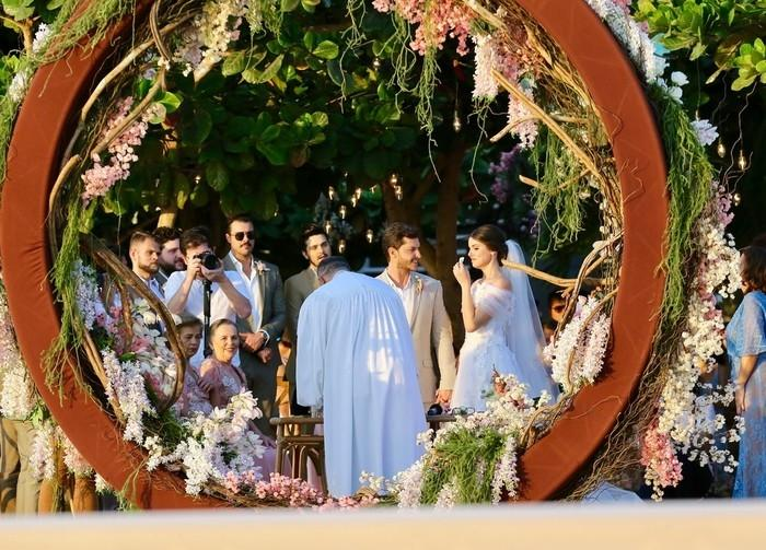 Camila Queiroz e Klebber Toledo se casam (Crédito: Manuela Scarpa e Iwi Onodera/Brazil News))