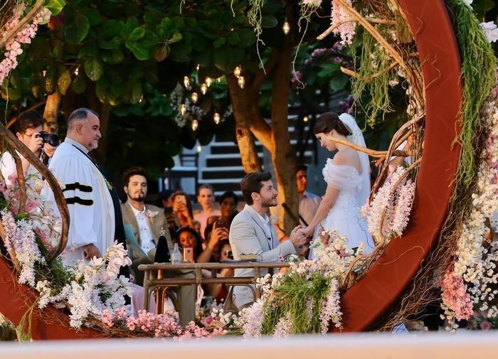 Camila Queiroz e Klebber Toledo se casam (Crédito:  Manuela Scarpa e Iwi Onodera/Brazil News)