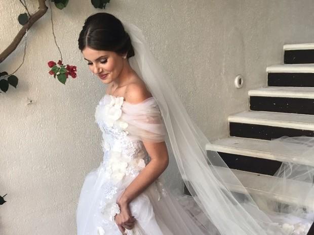 Camila Queiroz e Klebber Toledo se casam em festa luxuosa; fotos!
