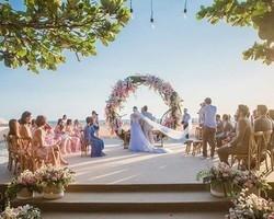 """Camila Queiroz lembra casamento: """"O por do sol mais lindo"""""""