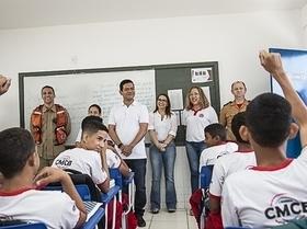 Escola Militar recebe a visita do prefeito Luciano Leitoa