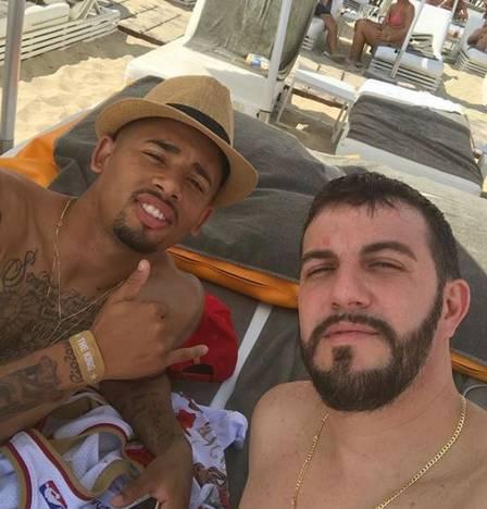 Gabriel Jesus e amigo em Ibiza (Crédito: Reprodução/instagram)
