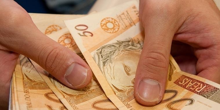 Governo sobe previsão do salário mínimo de R$ 998 para R$ 1.006