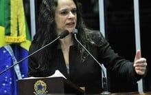 Janaína Paschoal recusa convite para ser vice de Jair Bolsonaro