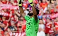 Na estreia de Alisson, Salah marca, e Liverpool goleia Napoli