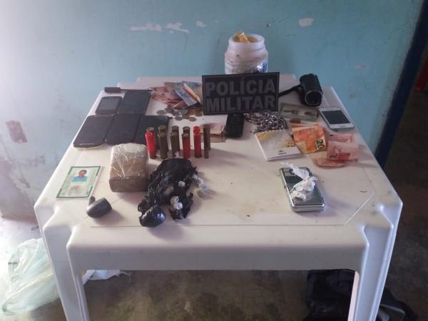 Material apreendido com traficantes (Crédito: Polícia Militar)