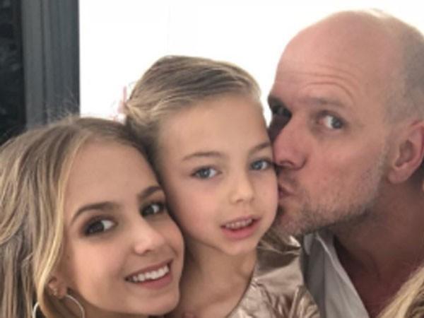 Após separar de Sheila Mello, Xuxa faz ensaio com suas filhas