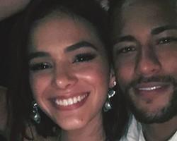 Marquezine janta com Neymar em Paris após temporada na Grécia