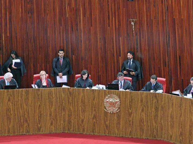 TSE decide manter votações pelo horário local de cada região