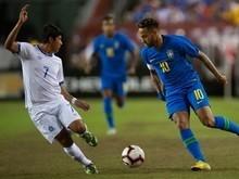 Neymar critica juiz por cartão amarelo: